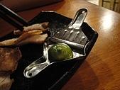 台南.小方舟串燒酒場:17.搭配豬肉用的金桔.JPG