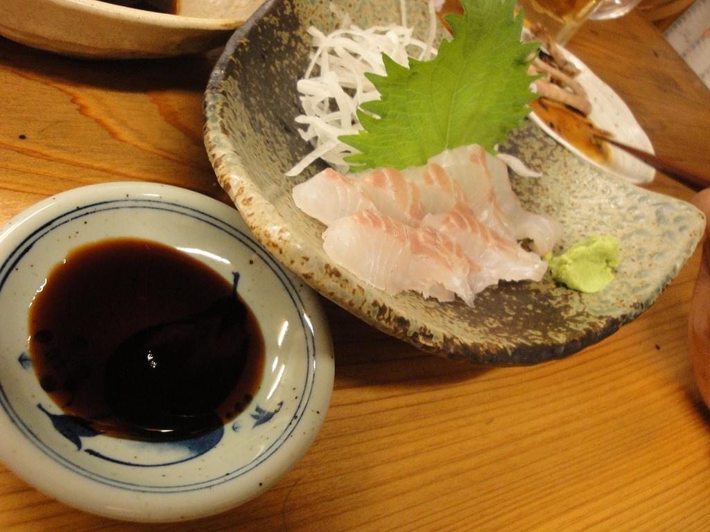 日本.四日市近鐵車站旁的小酒吧:7. 生魚片.JPG