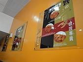 台中.利加咖哩飯(一中店):5.牆上裝飾.JPG