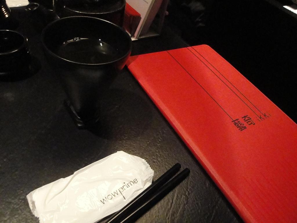 台中.藝奇ikki新日本料理:1. 玄米綠茶與菜單.JPG