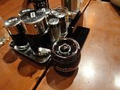 台北車站.花月嵐拉麵:1. 桌面上的調味料.JPG