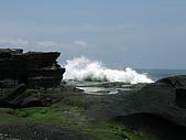 2009前進峇里島第三天:海水不停的打在岩石上激起水花