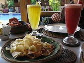 2009前進峇里島第三天:先上果汁,柳橙汁和西瓜汁吧?!還有附送蝦片喔!