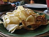2009前進峇里島第三天:峇里島的餐都會附上這項點心,還不錯吃,比我們台灣的蝦餅好吃耶!
