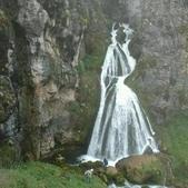 瀑布變白婚紗新娘:相簿封面