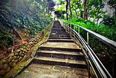 北投 靈泉山 普濟寺:通往此寺的石板梯約八十階.