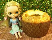 Blythe女兒 小布生活趣事:真真 : 拍完...可以吃了嗎 真真要吃一整個