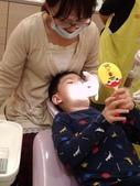 103/3/7,2歲2個多月,幼幼弟弟第一次看牙醫:P_20140307_192350.jpg