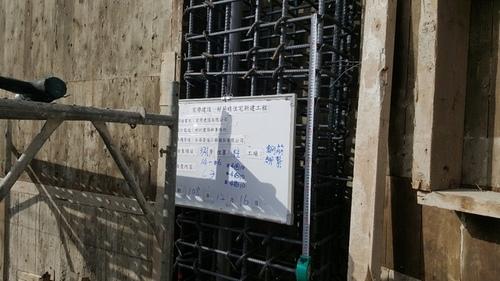 108.12.16施工照片_191230_0011.jpg - 【宸譽建設好薪晴】【3F牆面立模 樑柱牆配筋 水電配管 】