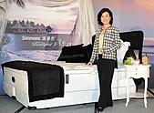100:台灣席夢思總經理曾佩琳於新美眠主張記者會發表頂級五感美眠商品.JPG