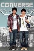 103:(左起)劉以豪及李宗霖,青春無敵秀新裝 大展秋冬街頭潮流.JPG