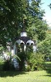 2018印象翻轉的俄羅斯奇幻之旅(5-1)--光明與誨暗層經在此併存的聖艾烏非米夫斯基救世主修道院:23●還有一座位於樹蔭之下的小涼亭.JPG