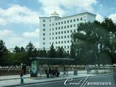 2019Amazing!穿越古絲路上的中亞五國之旅(11-1)--土庫曼斯坦首都──阿什哈巴德:05●現代化的露天車站下,終於看到等車的民眾.JPG