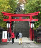 紅葉飄飄15日東京自由行--愛宕神社:05●穿過紅色鳥居後,就是長長長的石階.JPG
