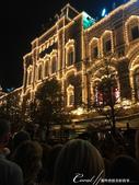 2018印象翻轉的俄羅斯奇幻之旅(3-7)--宛如嘉年華會的莫斯科國際軍樂節 Moscow inte:20●曲終人散,懷抱高昂興緻步出會場時,首入眼簾的是一樣燈火輝煌的古姆百貨.JPG