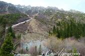 2019Amazing!穿越古絲路上的中亞五國之旅(6-1)--吉爾吉斯斯坦之阿拉阿查國家公園:09●遠方一條像似乾凅的河床、又像似冰川的遺跡.JPG
