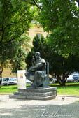 2018不思議之克、斯、義秘境歐遊記(1)--斯洛維尼亞古城巡禮:33●教堂前的紀念主教(Slomskovtrg)的雕像.JPG