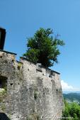 2018不思議之克、斯、義秘境歐遊記(9)--霍恩斯特維茨城堡 Burg Hochosterwitz:10●登堡健行的路途,可沿著城牆一路飽覽平原風光.JPG