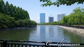 2017初夏14日自由行:●步出大阪城往外護城河時,沿路藍天白雲相襯,一片祥和.JPG