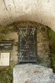 2018不思議之克、斯、義秘境歐遊記(9)--霍恩斯特維茨城堡 Burg Hochosterwitz:16●穿過城門同時,可見證歷史曾在石牆上留下的痕跡,與當時設下的陷阱.JPG