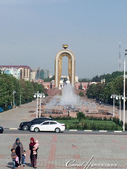 2019Amazing!穿越古絲路上的中亞五國之旅(7-5)--塔吉克斯坦首都杜尚別印象之旅:19●站在獨立紀念碑的高處望向莫索尼雕像,回味首都杜尚別之旅中的點點滴滴.JPG