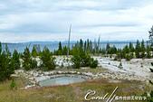 2019自駕隨性之旅(06)--100個死前必去景點之黃石國家公園(黃石湖邊西姆間歇泉盆地篇):17●除了一眼望去無邊際的黃石湖外,位於火山口上方的溫泉、噴氣孔、泥鍋、間歇泉等大大小小的坑洞與斑斕地表也是