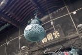 紅葉飄飄15日東京自由行--成田山新勝寺:23●懸掛在仁王門上;葫蘆狀的銅燈籠.JPG