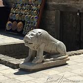 2019Amazing!穿越古絲路上的中亞五國之旅(13-4)--烏茲別克斯坦之布哈拉亞克要塞:16●加冕與宴會大廳入口處右方的下凹處有一座金庫,還有一個坐鎮在前的石獅子.JPG