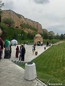 2019Amazing!穿越古絲路上的中亞五國之旅(14-4)--烏茲別克斯坦之聖丹尼爾陵墓:03●空氣中瀰漫著鳥鳴聲和祈禱聲,加上廣場上來來去去的朝聖者,可見這裡是一座知名的宗教聖地 (1).JPG