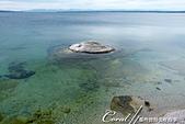 2019自駕隨性之旅(06)--100個死前必去景點之黃石國家公園(黃石湖邊西姆間歇泉盆地篇):22●其中一個較具知名度的溫泉,是位在湖中的漁洞 Fishing Cone,據說以前釣客在釣到魚後,會直接將魚放入這個洞煮熟