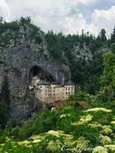 2018不思議之克、斯、義秘境歐遊記(5~2)--斯洛維尼亞之岩石洞穴中的強盜男爵城堡(Predja:06●文藝復興時曾整修過的強盜男爵城堡,現在是一個陳列著包括武器、囚房、禮拜堂、畫作收藏及表現當時生活…等的