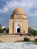 2019Amazing!穿越古絲路上的中亞五國之旅(14-2)--烏茲別克斯坦之三座重要的陵墓:01●魯哈巴德陵墓 Rukhobod Mausoleum的四週沒有迴廊、也沒有拱型的大門入口,陵墓外也沒有明亮的彩色琉璃磚裝飾,方正