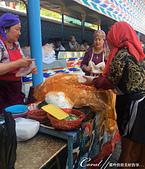 2019Amazing!穿越古絲路上的中亞五國之旅(15-2)--烏茲別克斯坦之喬蘇市集:02●在這座市集的外圍,甚至還有個種燒烤、醃漬的民族美食,撲鼻香味讓人垂涎,繞行一週,連眼睛都飽餐一頓 (1).JPG