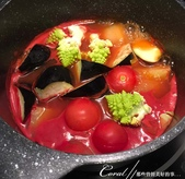 紅葉飄飄15日東京自由行--Day 12黃、綠、紅!蕃茄蔬菜小燉鍋:05●依序再來熬煮蕃茄及其它不需要太軟爛的蔬菜.JPG