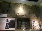 2019夏季內蒙草原風光與貝加爾湖詩意之約(7-2)--扎賚諾爾博物館與傳說中的呼倫湖:11●隨著歷史文明的發展,展廳裡也展出有不少當時的文物,包括取自部份石窟的石雕.JPG