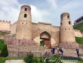 2019Amazing!穿越古絲路上的中亞五國之旅(7-2)--塔吉克斯坦之歷史文化遺產希薩碉堡:01●希薩碉堡的標誌性建築──令人印象深刻的入口拱門與兩側圓形的塔樓 (1).JPG