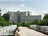 2019Amazing!穿越古絲路上的中亞五國之旅(7-5)--塔吉克斯坦首都杜尚別印象之旅:07●魯達基雕像噴泉正對面是國家圖書館.JPG