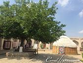 2019Amazing!穿越古絲路上的中亞五國之旅(14-2)--烏茲別克斯坦之三座重要的陵墓:07●昔日的經學院,如今是一個手工藝品中心,販售當地傳統藝術家製作的木製珠寶盒、杯墊和裝飾品 (1).JPG
