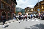2018不思議之克、斯、義秘境歐遊記(8~1)--陶醉蠆意大利邊境 Dolomites (德洛米堤山:34●身著傳統衣飾的舞者與樂隊,剛結束一場熱鬧的祭典.JPG