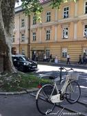 2018不思議之克、斯、義秘境歐遊記(6~3)--中古世紀盧比安納城堡 Ljubljana Cast:04●在有微風徐徐吹來的太陽底下,步行一小段路,欣賞盧比安納舊城區的街景與來往行人品味,是件挺浪漫的事.JPG