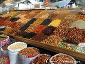 2019Amazing!穿越古絲路上的中亞五國之旅(6-3)--吉爾吉斯斯坦之Osh Bazaar:21●購買之前可以享受微笑招待和試吃品嚐的果乾山坡.JPG