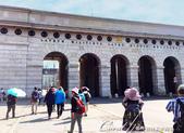 2018不思議之克、斯、義秘境歐遊記(10)--飛回台灣前的維也納印象之旅:07●霍夫堡皇宮  hofburg imperial palace 的城門.JPG