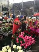 2019Amazing!穿越古絲路上的中亞五國之旅(6-3)--吉爾吉斯斯坦之Osh Bazaar:22●一處賣鮮花的攤位,溫柔地裝飾了這座市聲頂沸的殿堂.JPG