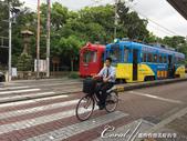 2017初夏14日自由行:●同是交通工具,來往電車、單車交會的畫面很有趣.JPG