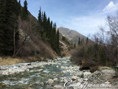 2019Amazing!穿越古絲路上的中亞五國之旅(6-1)--吉爾吉斯斯坦之阿拉阿查國家公園:07●涓涓流過峽谷的Ala Archa河,形成一幅好山好水的好風光.JPG