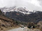 2019Amazing!穿越古絲路上的中亞五國之旅(8-1)--塔吉克斯坦之伊斯坎達爾湖:04●兩個小時後,天光漸亮,可以看清楚山路兩側嚴峻的高山風貌.jpg