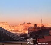 2018印象翻轉的俄羅斯奇幻之旅(2-1)--莫斯科的晨光與自助式早餐初品味:01●清晨六點,一幅天藍漸層到粉橘的綺麗景象,引人呆立窗前,久久不想離開.jpg