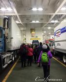 2018加拿大四年一度鮭魚洄遊V.S.洛磯山脈國家公園健走趣(6-1)--BC卑詩渡輪:06●車子直接開上船後,我們依序前往指定樓層的客艙.JPG