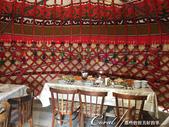 2019Amazing!穿越古絲路上的中亞五國之旅(5-3)--吉爾吉斯斯坦之蒙古包風味餐:04●包內已完成招待客人的狀態,前菜、麵包都已上桌.JPG