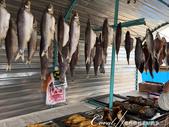2019Amazing!穿越古絲路上的中亞五國之旅(5-3)--吉爾吉斯斯坦之蒙古包風味餐:07●路上經過一家小攤,販賣的東西還挺多的,動物毛皮、不是當季的蘋果和梨、煙燻魚 (2).JPG